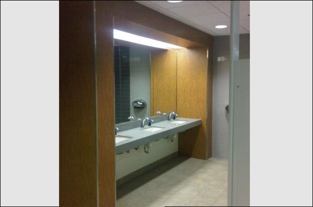 Miroir de salle de bain installations de vitres et - Installer miroir salle de bain ...